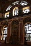 Interior de Dolmabahce Bezmialem Valide Sultan Mosque fotografía de archivo