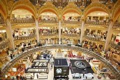 Interior de Galeries Lafayette en París Fotografía de archivo