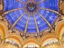 Interior de Galeries Lafayette en París Imágenes de archivo libres de regalías
