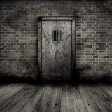 Interior de Grunge con la puerta de la prisión Imágenes de archivo libres de regalías