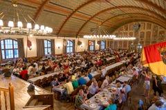 Interior de Hofbrauhaus famoso - Munich, Alemanha Fotografia de Stock Royalty Free