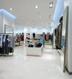 Interior de la alameda de compras Fotos de archivo libres de regalías