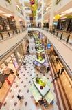 Interior de la alameda de compras de Suria KLCC, Kuala Lumpur, Malasia Fotos de archivo