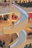 Interior de la alameda de compras del foro en Helsinki Imagen de archivo