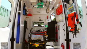 Interior de la ambulancia almacen de metraje de vídeo