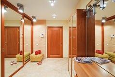 Interior de la antesala de la elegancia en tonos calientes Fotografía de archivo