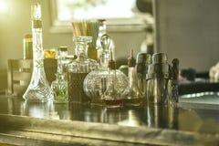 Interior de la barra, botellas Imagen de archivo libre de regalías