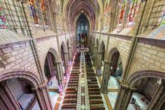 Interior de la basílica de Quito Fotos de archivo libres de regalías