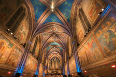 Interior de la basílica de St Francis en Assisi Foto de archivo