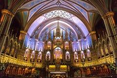 Interior de la basílica de Notre-Dame en Montreal fotos de archivo libres de regalías