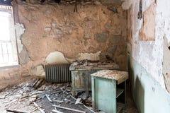 Interior de la cárcel con la célula oxidada Fotografía de archivo libre de regalías