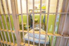 Interior de la célula de Alcatraz imagen de archivo