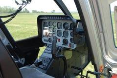 Interior de la carlinga del helicóptero fotos de archivo