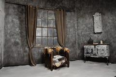 Interior de la casa abandonada medieval vieja Foto de archivo libre de regalías