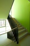 Interior de la casa con las escaleras modernas Imágenes de archivo libres de regalías