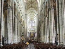 Interior de la catedral de Amiens, Francia fotos de archivo