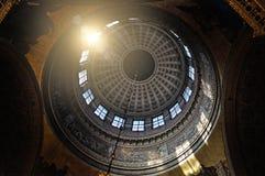 Interior de la catedral de Kazán en St Petersburg, Rusia Arquitectura dentro de la visión fotos de archivo
