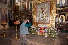 Interior de la catedral de la suposición en el monasterio de Iversky Foto de archivo libre de regalías