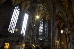 Interior de la catedral de Stephansdom en Viena Imagen de archivo libre de regalías