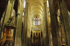 Interior de la catedral del ` s de Amiens imágenes de archivo libres de regalías