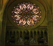 Interior de la catedral del ` s de Amiens imagen de archivo libre de regalías