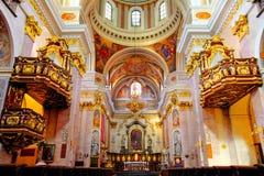Interior de la catedral del santo Nicholas en Lju Fotografía de archivo