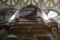 Interior de la catedral metropolitana de la ciudad de México en el cuadrado de Zocalo imagenes de archivo
