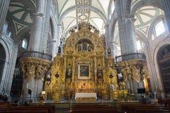 Interior de la catedral metropolitana de la ciudad de México en el cuadrado de Zocalo fotografía de archivo libre de regalías