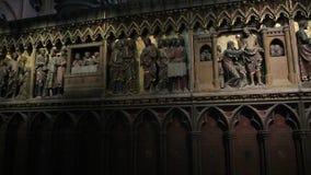 interior de la catedral de Notre Dame de Paris almacen de video