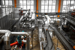 Interior de la cervecería, equipo imagenes de archivo