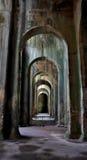Interior de la cisterna romana del agua en Bacoli, Nápoles Foto de archivo libre de regalías