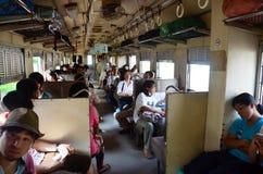 Interior de la clase 3 del tren de Tailandia Fotos de archivo