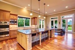 Interior de la cocina en casa de lujo Fotografía de archivo