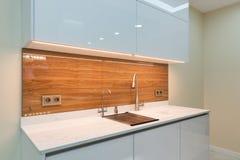 Interior de la cocina en nuevo hogar de lujo imagen de archivo libre de regalías
