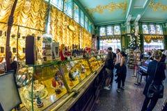Interior de la comida Pasillo de Yeliseev Constr del colmado de Yeliseyev Fotos de archivo