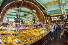 Interior de la comida Pasillo de Yeliseev Constr del colmado de Yeliseyev Foto de archivo libre de regalías