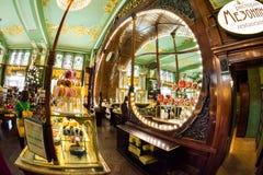 Interior de la comida Pasillo del ` s de Yeliseev Constr del colmado de Yeliseyev Imágenes de archivo libres de regalías