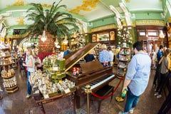 Interior de la comida Pasillo del ` s de Yeliseev Constr del colmado de Yeliseyev Fotos de archivo