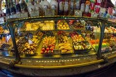 Interior de la comida Pasillo del ` s de Yeliseev Constr del colmado de Yeliseyev Foto de archivo libre de regalías