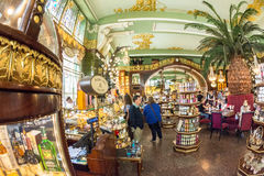 Interior de la comida Pasillo del ` s de Yeliseev Constr del colmado de Yeliseyev Imagenes de archivo