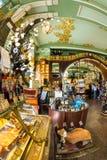 Interior de la comida Pasillo del ` s de Yeliseev Constr del colmado de Yeliseyev Fotos de archivo libres de regalías