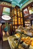 Interior de la comida Pasillo del ` s de Yeliseev Constr del colmado de Yeliseyev Fotografía de archivo libre de regalías