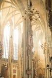 Interior de la demostración de la iluminación de la ventana de St Stephan Cathedral Imagen de archivo libre de regalías