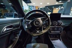 Interior de la edición ejecutiva del pico del CLA 220d de la CLA-clase de Mercedes-Benz del coche del subcompact fotografía de archivo