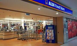 Interior de la entrada del supermercado de Aldi en Edgecliff Aldi es una cadena de supermercados alemana grande del descuento imagen de archivo