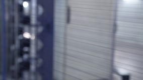 Interior de la fábrica de la materia textil Fabricación del hilado Concepto industrial metrajes