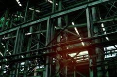 Interior de la fábrica vieja del abandono Un interior de la estructura del ind vacío Imagenes de archivo