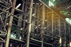 Interior de la fábrica vieja del abandono Un interior de la estructura del ind vacío Fotos de archivo libres de regalías