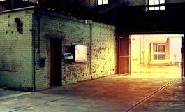 Interior de la fábrica vieja del abandono Un interior de la estructura del ind vacío Fotografía de archivo libre de regalías