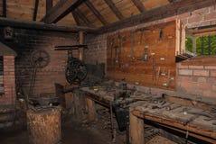 Interior de la fragua del ` s del forjador Imagen de archivo